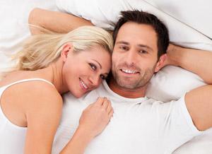 довольная пара не страдает проблемой преждевременного завершения любовного акта