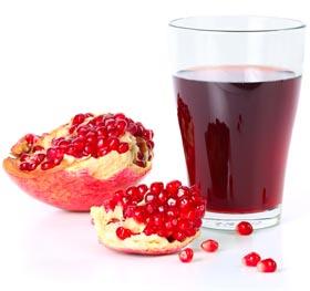 многие мужчины любят пить гранатовый сок, потому что он не только стимулирует потенцию, но и является сладким на вкус продуктом
