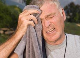 частая потливость даже без особых на то причин является одним из симптомов мужского климакса у людей зрелого возраста