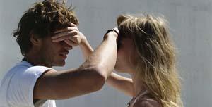 если парень со своей любимой часто кончает свое дело очень быстро, то нужно решать проблему, а не закрывать на это глаза