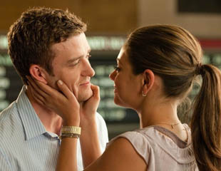 мужчина и женщина должны уделять должное время предварительным ласкам, чтобы потом не париться о продолжительности самой близости