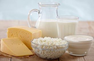 молочные продукты известны тем, что мгновенно восстанавливают тонус тела после тренировок, а также оказывают отличный эффект на потенцию мужчины