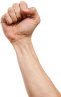 Кулак кавалера поднят вверх, символизируя тем самым мужскую эрекцию